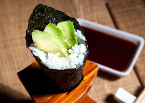 AVOCADO TEMAKI